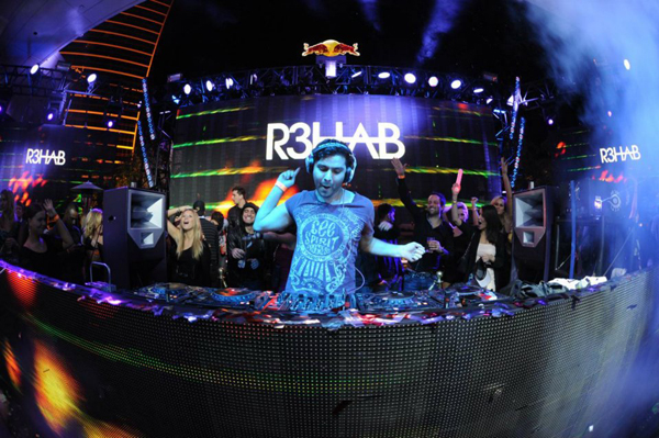 "R3hab & Deorro Release Their Newest Hit ""Flashlight"""