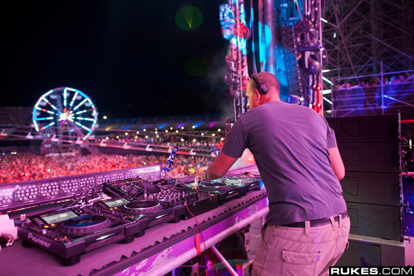 Afrojack – Electric Daisy Carnival New York 2013 Live Set