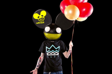"Deadmau5 Pokes Fun At The Most Common Sounds In EDM With ""Carbon Copy Cookie Cutter"""