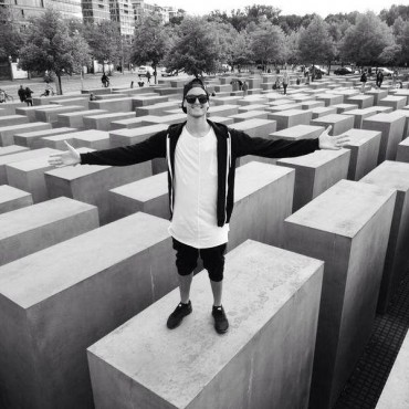 MAKJ Causes Uproar With Controversial Photo Taken at Berlin Holocaust Memorial