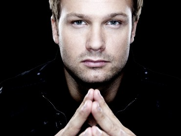 Dash Berlin Calls On Jay Cosmic And Vocalist Collin McLouglin For Acoustic Music Video