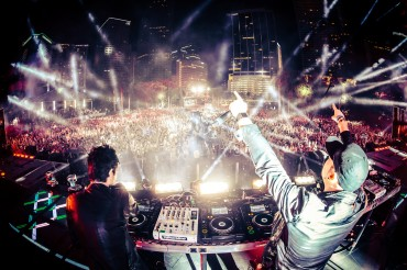 Knife Party Mixes 15 Songs Into 5 Minutes