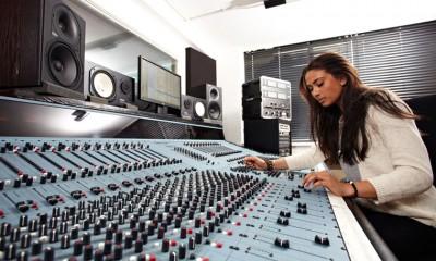 studio1-desk1