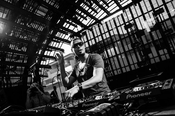 Loopers releases his free remix of afrojack 39 s classic hit for House remixes of classic songs